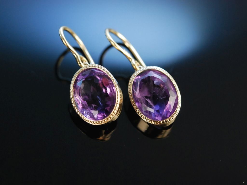 charmantes violett historische ohrringe gold 585 amethyst. Black Bedroom Furniture Sets. Home Design Ideas