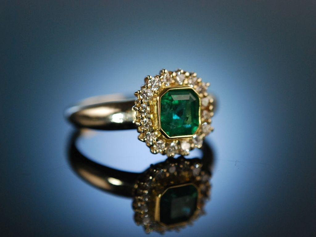 finest emerald klassischer ring gold 750 brillanten smaragd. Black Bedroom Furniture Sets. Home Design Ideas