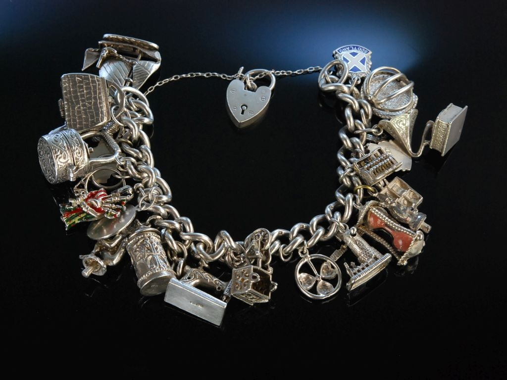 Bettelarmband  Heavy Charms! Bettelarmband Silber London um 1965 21 Charms Heart Pad