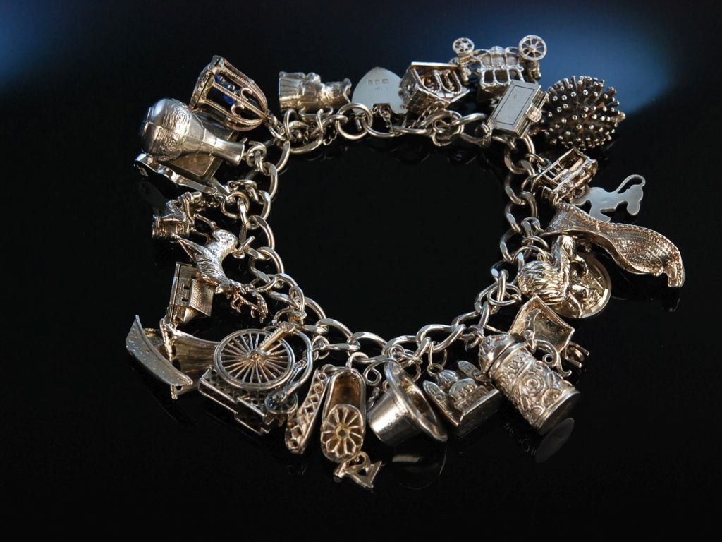 Bettelarmband  Lovely Charms! Bettelarmband Sterling Silber London um 1975 Charmbrac
