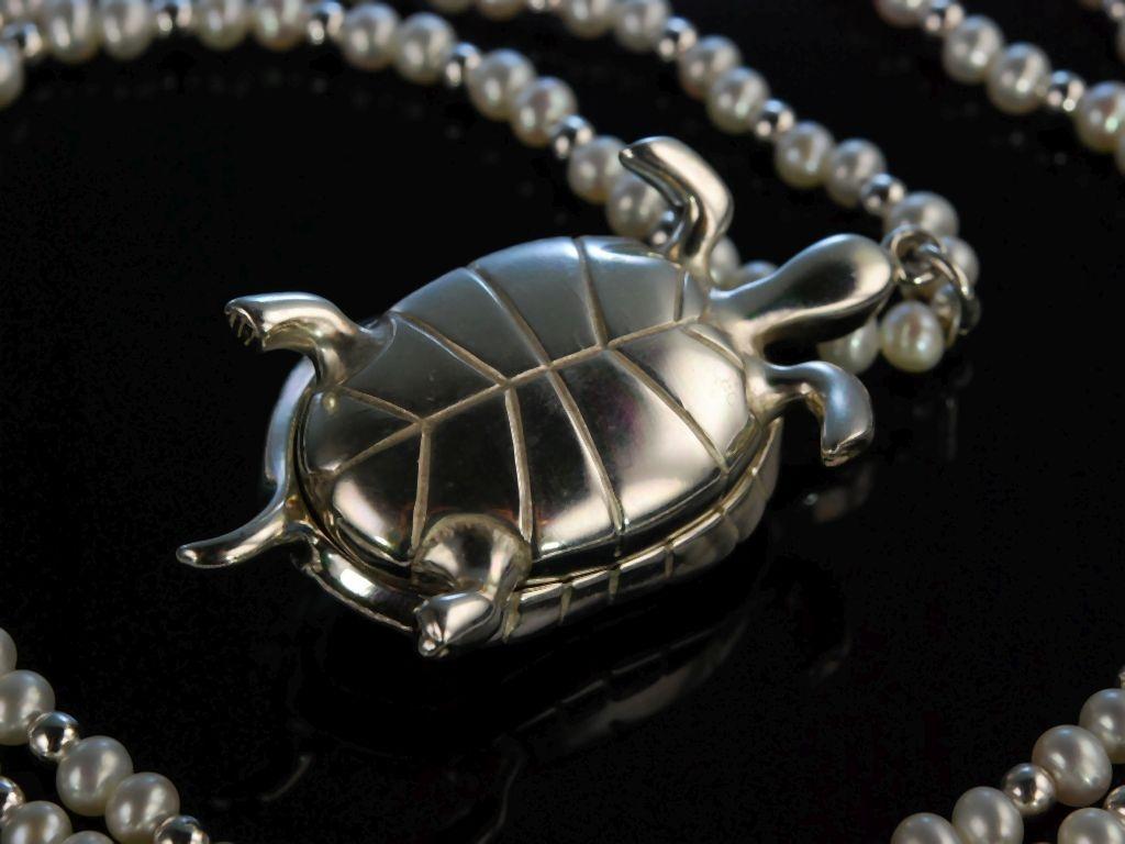 tricky turtle lange zuchtperlen kette silber anh nger. Black Bedroom Furniture Sets. Home Design Ideas