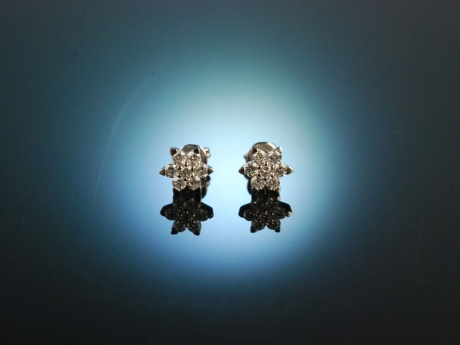 Diamond Flowers! Feine Diamant Ohrstecker in Blütenform Weiß Gold 750