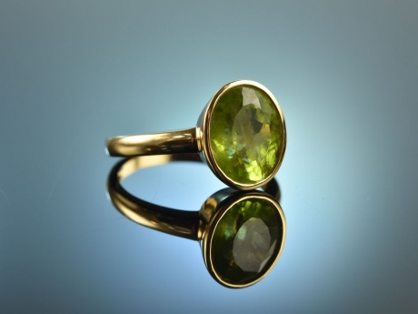 Pretty Green! Schlichter stilvoller Ring Peridot Gelb Gold 750